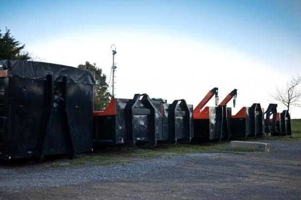 Transportes y contenedores en Bermeo, Vizcaya.